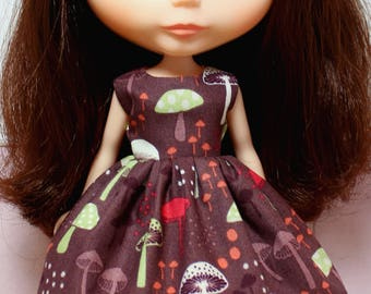 BLYTHE doll Its my party dress - retro mushrooms on brown