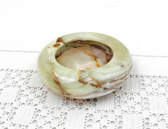 Round 1970s Vintage Carved Pale Green Veined Onyx Marble Agate Stone Ashtray, Retro Ash Tray from Semi Precious Stone, Smoking Tobacciana