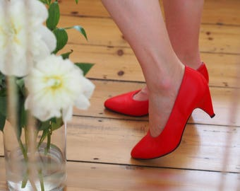 Vintage red leather 80s heels court shoes pumps size 7 UK 40 EU 9 US gorgeous Florentino brand