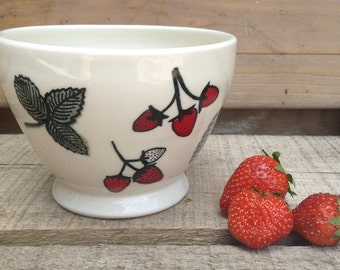 Cafe au lait bowl Strawberry field,  with strawberry pattern