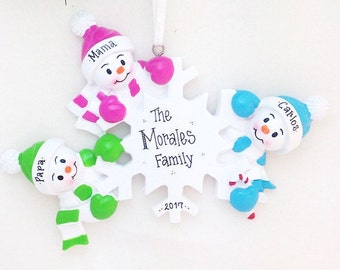 3 Happy Snowmen around a Snowflake / Personalized Christmas Ornament for family of 3 / Custom names