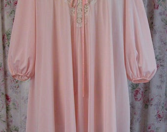 Lucie Ann Nightgown - 70s Pale Pink Nylon Nightie - Wide Eyelash Lace Bodice - Full Sleeves - Midi Length - Excellent Condition - Petite