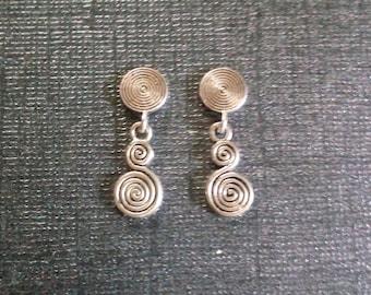Stylish Magnetic Swirl dangle earrings!