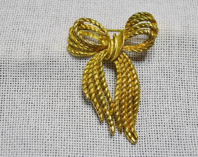 Vintage Bow Shaped Brooch Pin Gold Tone Metal Collectible Costume Jewelry PanchosPorch