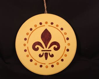 Round fleur de lis wall hanging~yellow & brown~home decor~Wooden sign