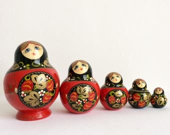 Vintage Russian nesting doll (matryoshka doll) -  5 pieces