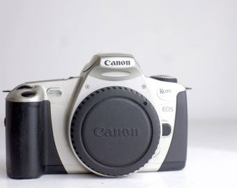 Canon EOS Rebel 2000 35mm Film SLR Camera with Body Cap - Pristine and Fully Functional