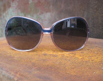 1970s Boho Sunglasses in blue & pink. French vintage oversize plastic frames with grey tint glasses. Great condition, quality retro eyewear
