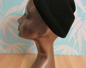1940s St Michael tiered black felt toque