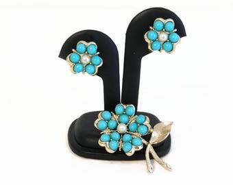 """Vintage Signed Sarah Coventry """"Aqua Fleur"""" Turquoise/Aqua Colored Bead Brooch & Matching Clip Style Earrings - Vintage Signed Jewelry"""