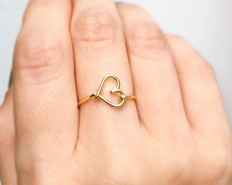 Gold Heart Side Ring, Gold ring, Heart ring, Gold heart, Wire ring, Delicate ring, Love ring, Bridesmaids ring, Minimalist Ring