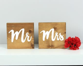 Mr and Mrs sweetheart table sign, Rustic wood wedding signs, Mr & Mrs table decor, Sweetheart table decoration, Wedding wood table decor