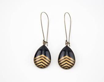 Black earrings with herringbone gold #1196