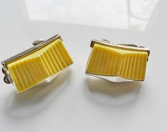 Designer CORO USA, clip earrings, thermoset, yellow, 50s/60s, Rockabella
