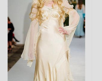 Its day for an OFF WHITE WEDDING Boudoir Queen Wedding Gown Festival dress Bridesmaid Party Resort 2018