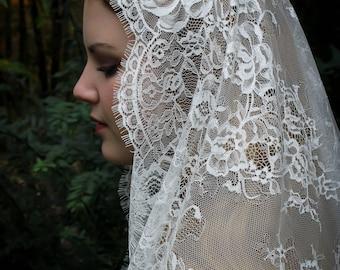 Evintage Veils~ Cream White Spanish Lace Floral Lace Mantilla Chapel Veil Classic D Shape