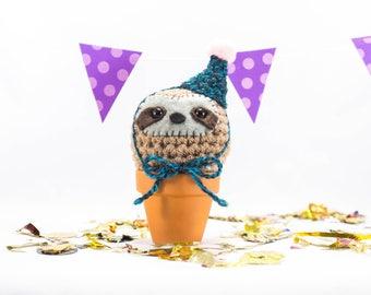 Crochet sloth, birthday sloth, party sloth, sloth, sloth gift, cute sloth, crochet animal, amigurumi animal, crochet animal