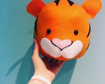 Felt tiger head, stuffed tiger head, nursery wall decor animals, tiger mount, nursery decor, tiger decoration, safari bedroom, animal mlunt,