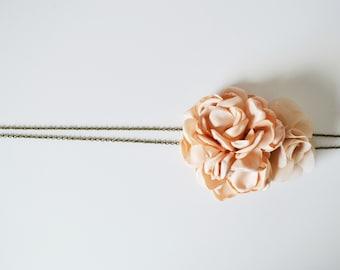 Headband mariage bohème fleurs beige, accessoire cheveux demoiselles d'honneur mariage champêtre