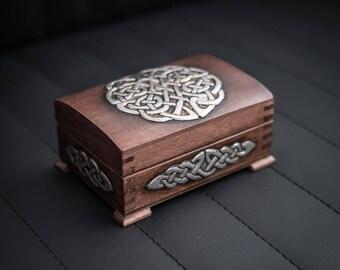 Jewelry box/Jewelry storage/Celtic knot box/ Embossed box/Wooden jewelry box/ Jewelry box with lid/ Storage box/ Trinket box/Repujado