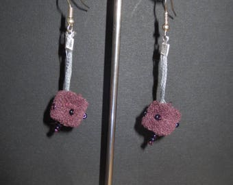 Earrings in purple cotton and 28 beads