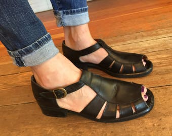 90's VTG Nordstrom's Made in Italy ~ Strappy Peep Toe ~ Open Toe Black Leather Cage Sandal Shoe ~ Womens size 10 ~ Super Cute!!!!!