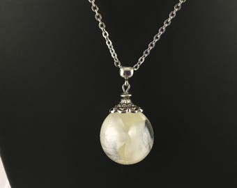 Bubble of white rose petals, spherical pendant in resin and dried flower, steel necklace.