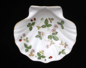 Wedgwood | Wild Strawberry | Shell Dish | Bone China |  5.875 inches | Excellent