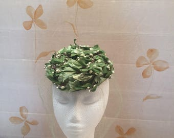 High end quality 1950s tilt hat with fine veil netting