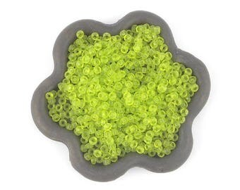 20grs Apple green beads 2mm (42)
