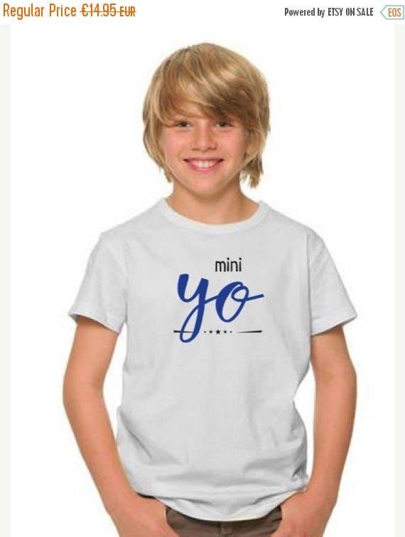 REBAJADO Boy t-shirt YO in royal blue and black
