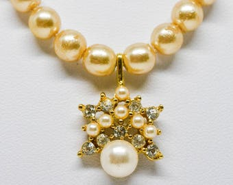 Stunning gold tone faux pearls necklace