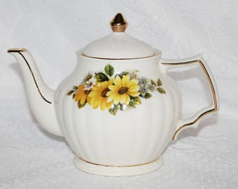 Vintage Sadler Teapot 4 Cup Teapot with Black Eyed Susans - Yellow Flowers Very Pretty