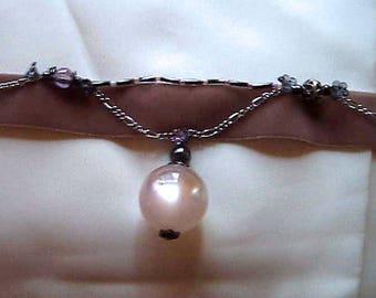 Crew neck baroque beige velvet and beads.