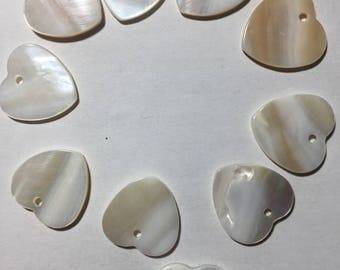 A set of 10 pendants heart mother of Pearl 2cm