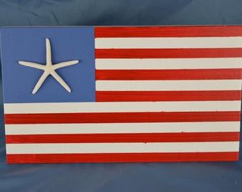 Coastal wood flag, red white and blue with real starfish, beach coastal decor 6.5 x 11in, beach house decor, coastal gift
