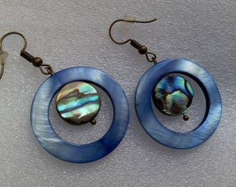 Set earrings and pendant abalone and mother of Pearl blue circle