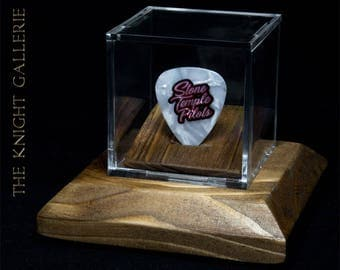 Stone Temple Pilots: commemorative guitar pick and display case