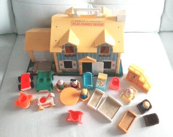 Vintage Fisher Price Little People Yellow Family Tudor House #952 wit a lot of accessories