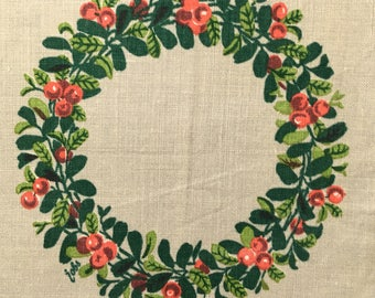 Gocken Jobs Small tablecloth / tablet printed with berry and leaf in a wreath from Sweden.