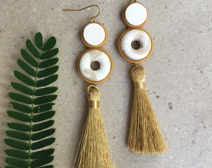 ORB TASSEL EARRINGS// Cream and white marble gold tassel drop earrings