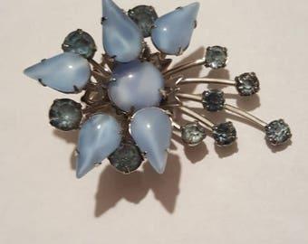 ON SALE : Vintage Blue Rhinestone Pin Brooch