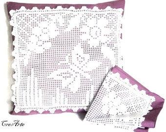 Set 2 White and Purple crochet filet cover for pillows, set 2 cover lilla e bianca a filet per cuscini all'uncinetto