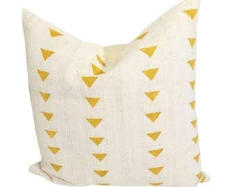 Gold and White Mud Cloth Pillow, Authentic Mud Cloth Pillow, Black and White Fabric Pillow, Ethnic Fabric Pillow, African Decor