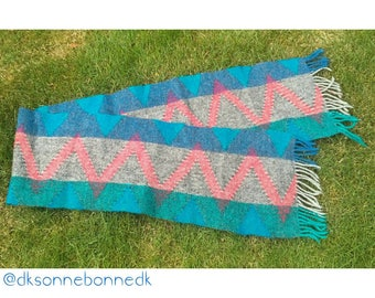 Hand vowen whole wool scarf in bright colours
