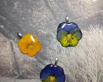 Viola flower pendant /Crystal resin /Epoxy resin/Flower pendant/Dry flowers/Natural flowers/Flowers in plastic/Flowers in resin