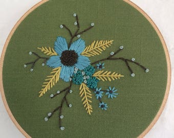 "6"" Hoop art ""Floral Spray on Green"""