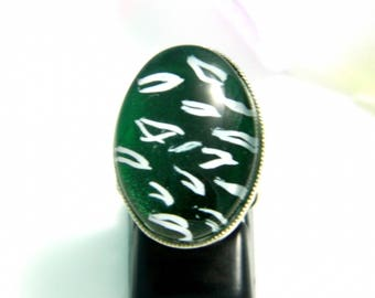 Green leopard (ba181) glass cabochon ring