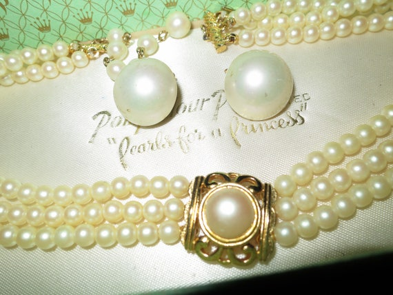 Lovely 1950s gold metal 3 row lustre glass pearl cameo  necklace and earrings