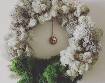 Wreath: sleeping fox